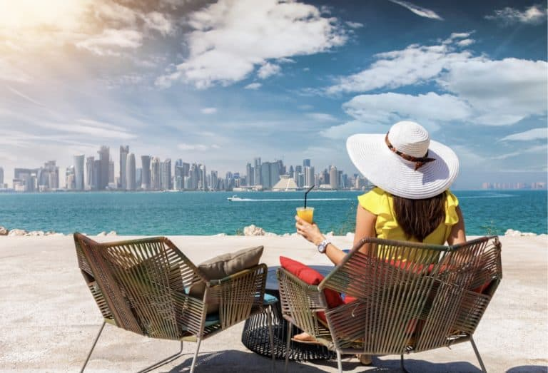 can a woman travel alone to qatar