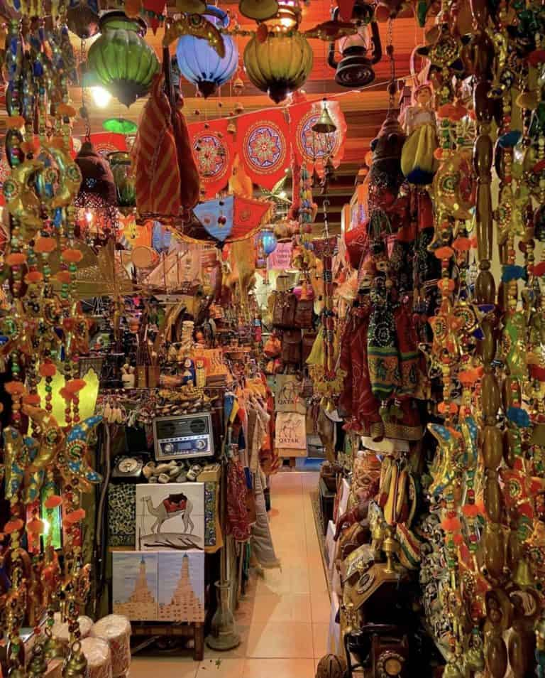 Finding the best qatar souvenirs for yourself, friends and family